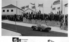 Rallye das Camelias. Tercero absoluto de la general. Primero de su Grupo y Clase. Le entrega el trofeo el Embajador de España en Portugal.