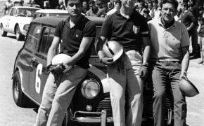 Rias Bajas de 1965. Con el campeón portugués Manuel L. Giao y el italiano Paolo de Leonibus de la Jolly Club. Terminó en segunda posición tras el Porsche 904 GTS de Américo Nunes.