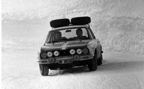 Rallye de Montecarlo. En el Alto de Le Burzet bajo una gran tormenta de nieve, se esfumaron sus opciones al encontrarse con 5 vehículos a los que adelantar, penalizando 3 minutos más de los permitidos.
