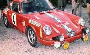 Rallye Vasco Navarro 1970. Detalle curioso, el coche lucia publicidad de Pazo Ribeiro, conocido vino del Ribeiro (Ribadavia - Ourense)