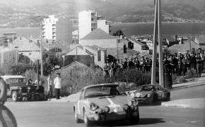 Rallye a las Rías Bajas 1970. En esta prueba Ruiz Giménez pincha y Doncel se sale, peridiendo todas las opciones.