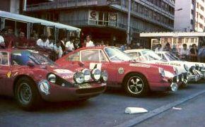 Rallye de Oviedo 1970. En el parque cerrado junto al Abarth 2000 OT de Juncosa.