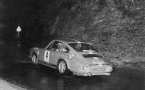 Rallye 2000 Virages 1970. La lluvia comenzó cuando los coches estaban en el parque cerrado por lo que nigún participante pudo cambiar las ruedas de seco por las de lluvia.