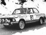 Beny Fernández y Miguel Brasa con el BMW 2002 tii grupo 1 de Reverter Competición en el Rallye de Montecarlo 1977.