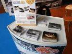 La Fundación puso a disposicíon de los asistentes postales y pegatinas a cambio de un donativo. También sorteará una minuatura del Alpinche de Kit Car 43